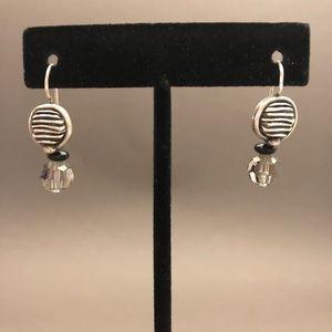 Silver/crystal earrings.